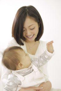 子と母スキンシップ