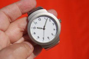 葬式のときに腕時計のシルバー1